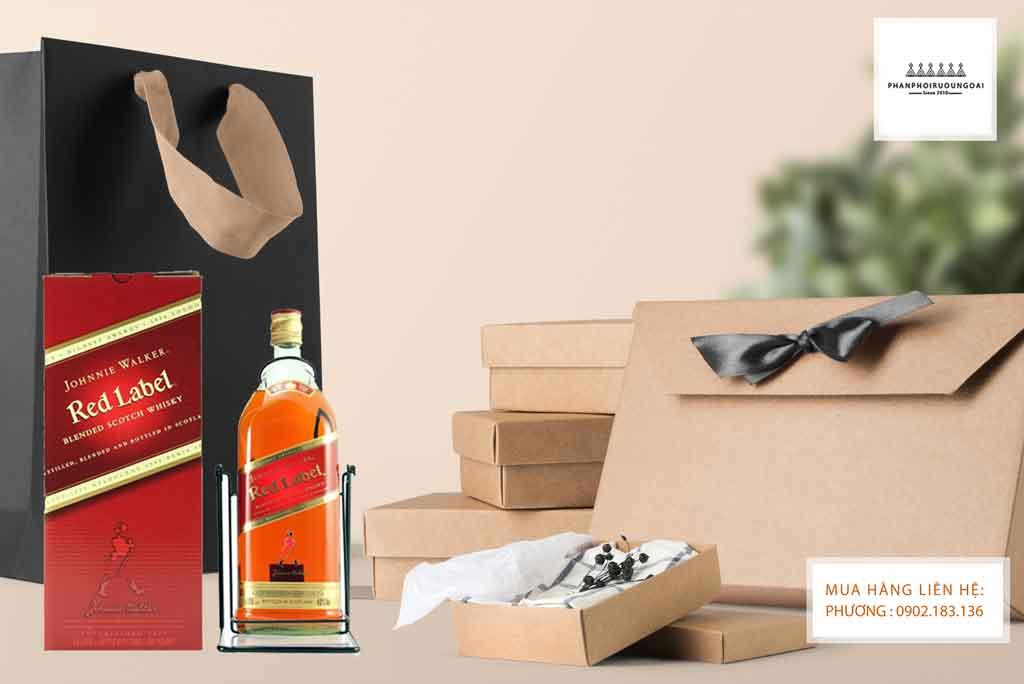 Ảnh chụp sáng tạo của rượu Johnnie Walker Red Label 4.5 lít