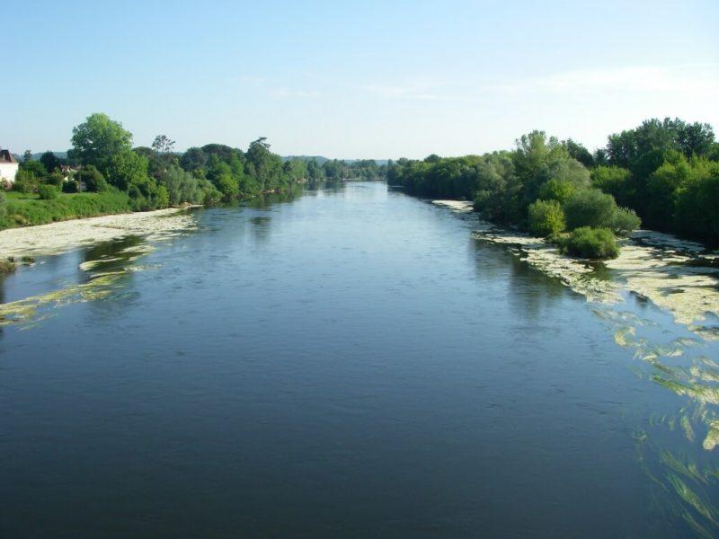 Con sông tươi đẹp Dordogne của nước Pháp