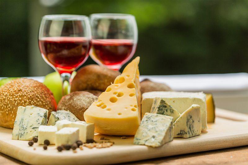 Kết hợp rượu vang đỏ và phô mai tốt
