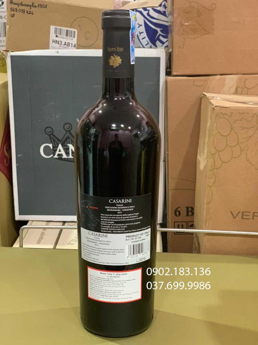 Mặt sau chai rượu vang Ý Casarini bao gồm cả QR Code và tem phụ