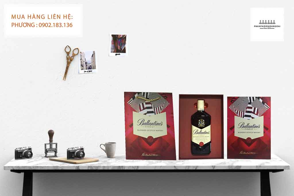 Hộp quà tết rượu Ballantine's Finest 2020 và túi giấy