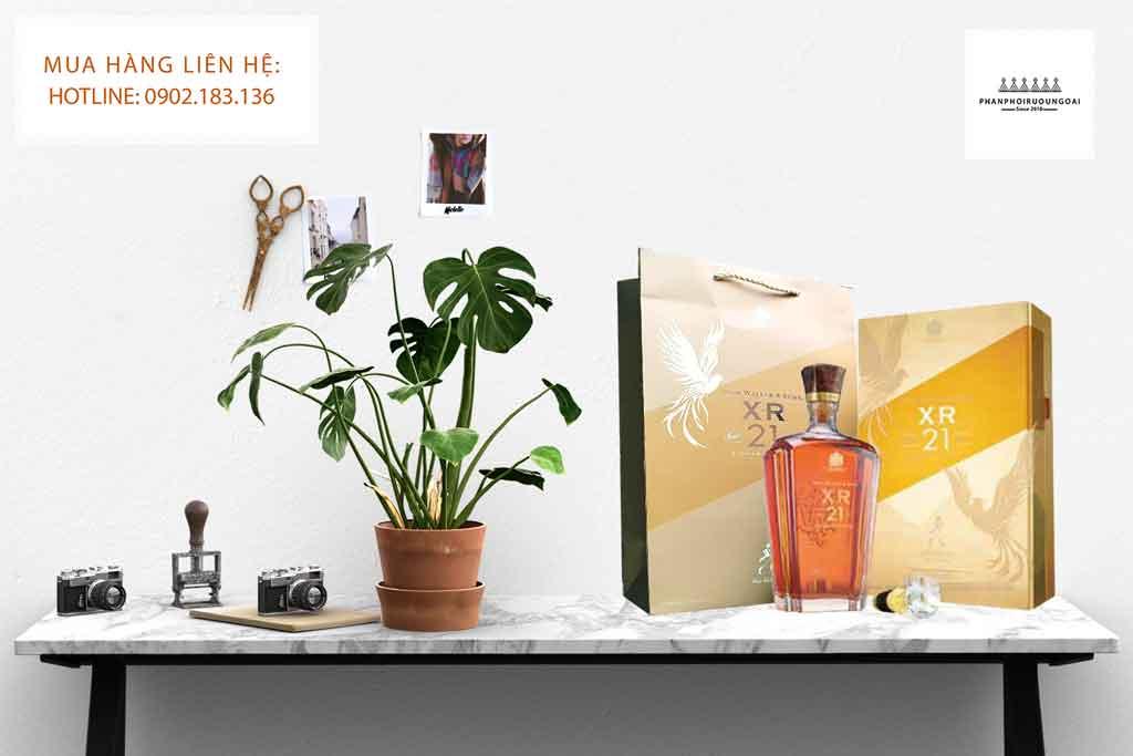 Rượu John Walker XR21 năm hộp quà tết 2020 sang trọng