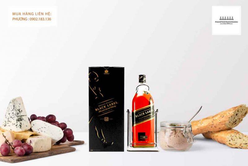 Rượu Johnnie Walker Black Label 4.5L và món ăn ngon