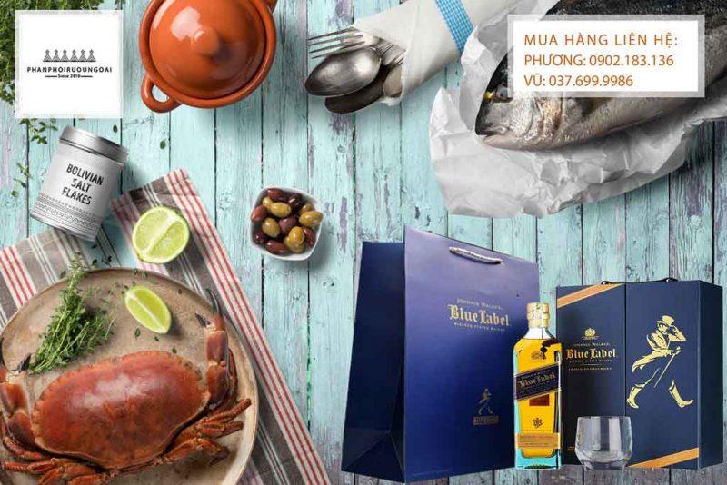 Rượu Johnnie Walker Blue Label hộp quà tết 2020 và bữa tiệc sang trọng