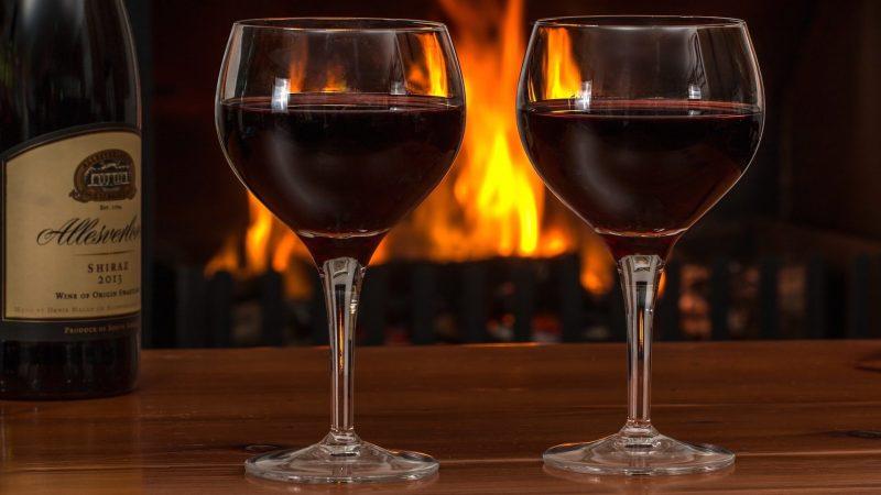Rượu vang đỏ cũng tốt cho bạn khi đi vào giấc ngủ sâu
