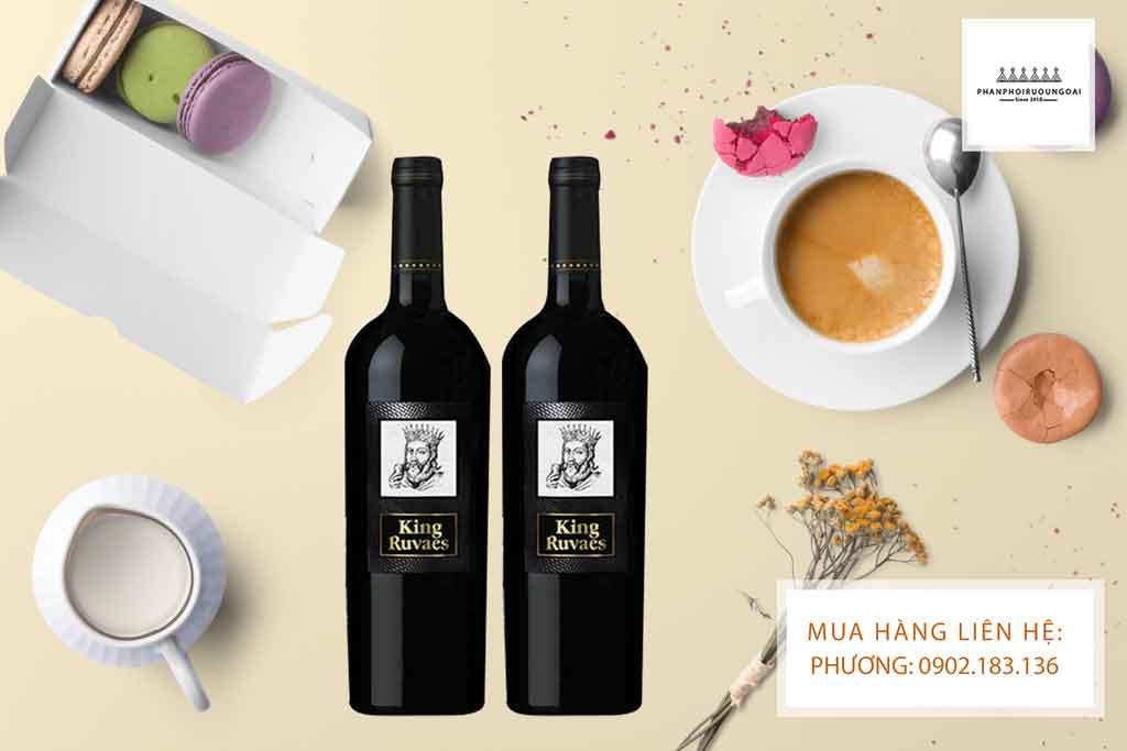 Rượu vang ý Ngọt King Ruvaes và đồ tráng miệng