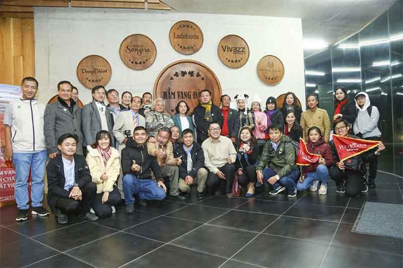 Các Kỷ lục gia tham quan hầm rượu vang lớn nhất Việt Nam