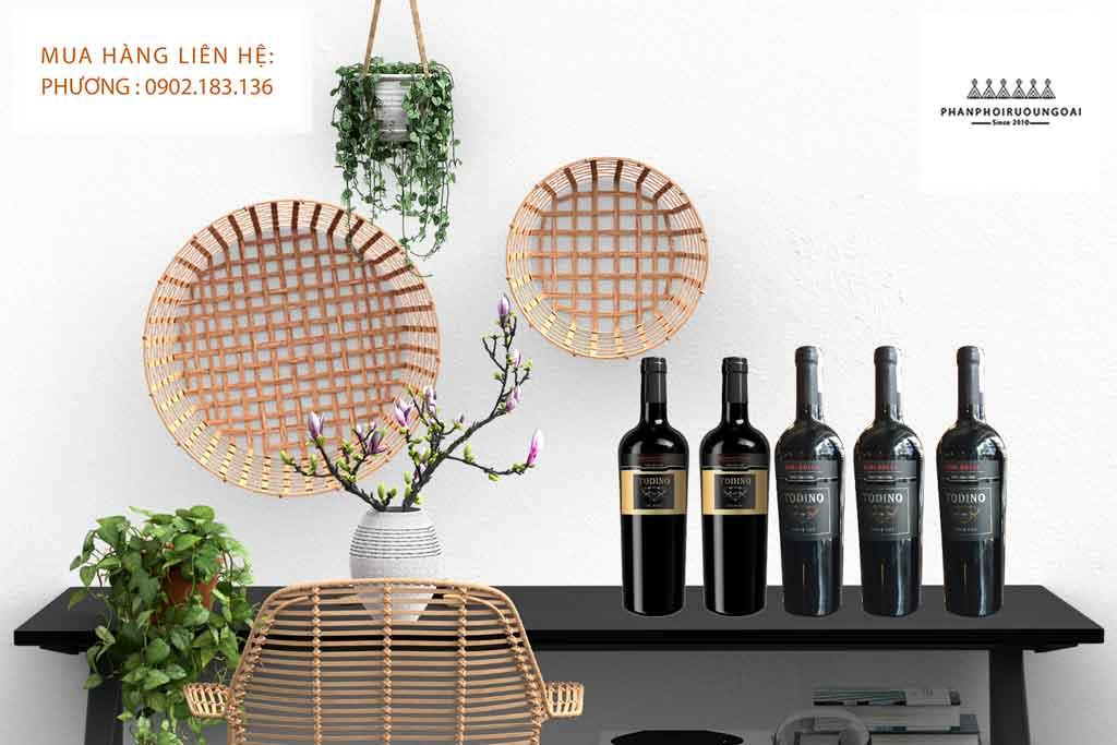 Hình ảnh rượu vang Ý ngọt Todino sang trong và lịch lãm