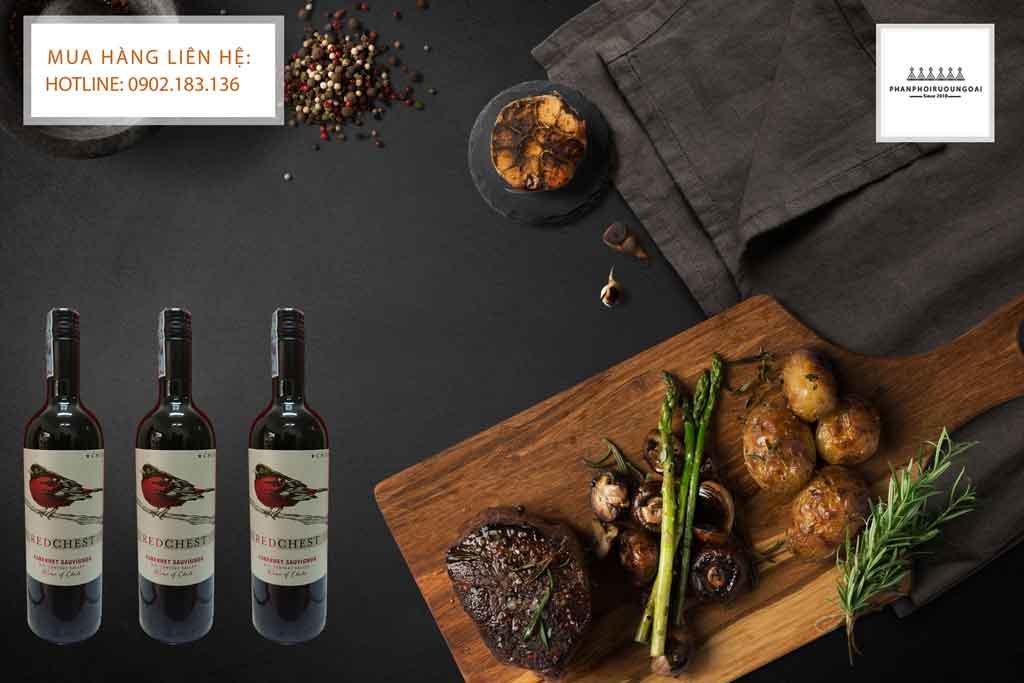 Rượu Vang Chile Red Chest Cabernet Sauvignon và thịt bò bít tết 2020