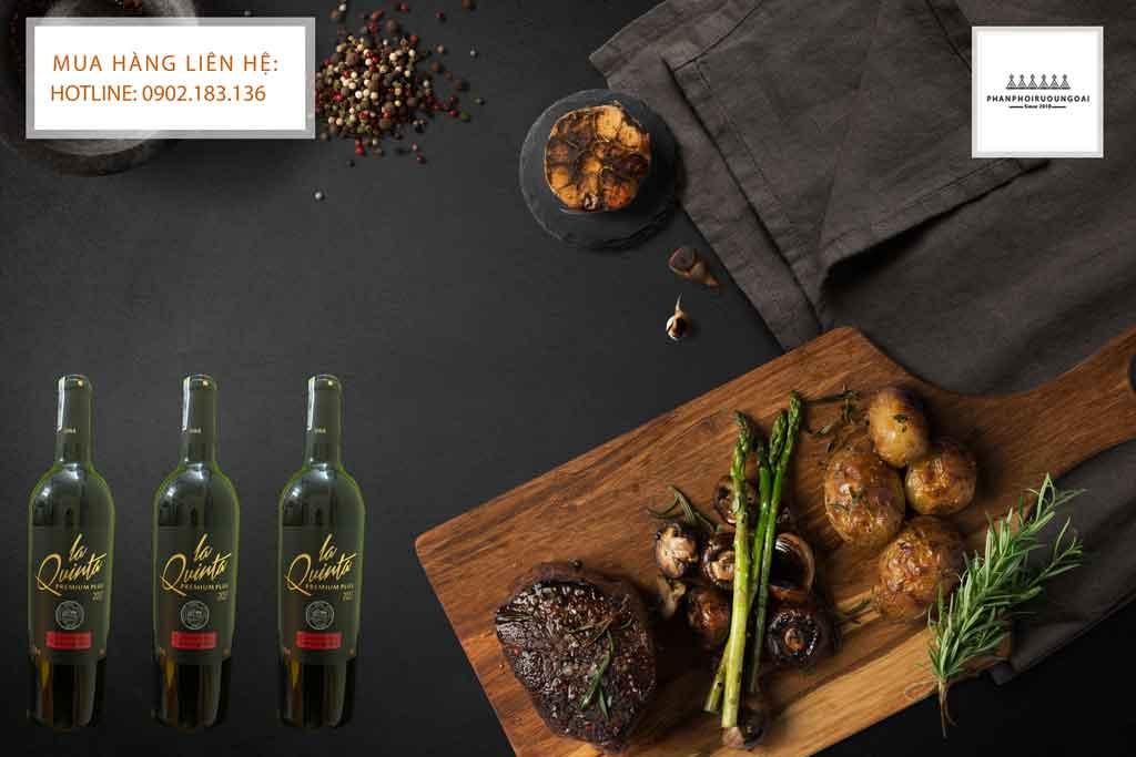 Rượu Vang Chile giá rẻ La Quinta Premium Plus và các món thịt đỏ