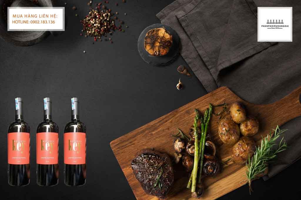 Rượu Vang Chile Key Reserve và thịt bò bít tết