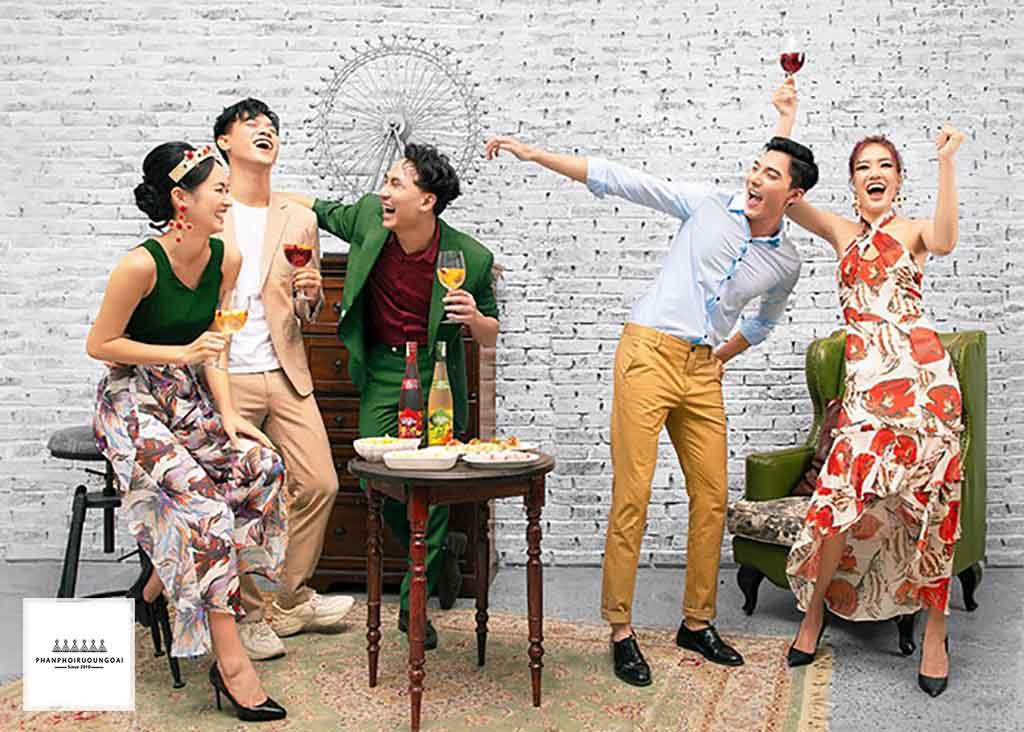Sao Việt Tiệc Tùng Với Phong Cách Đồ Uống Tây Ban Nha