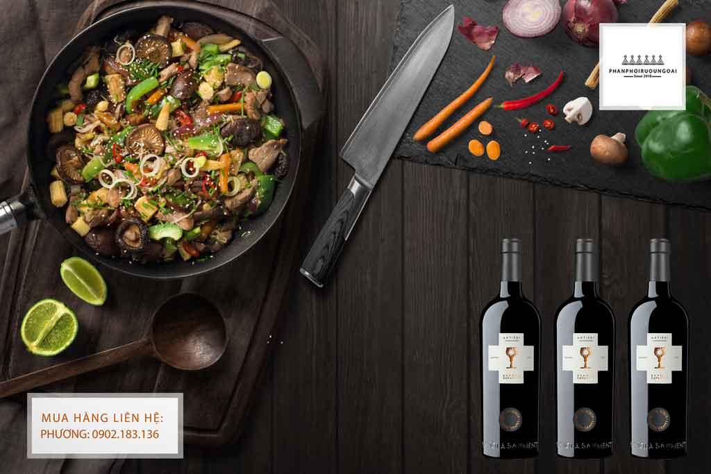Rượu Vang Ý Schola Sarmenti Antieri Susumanniello IGT Salennto Rosso và món ăn