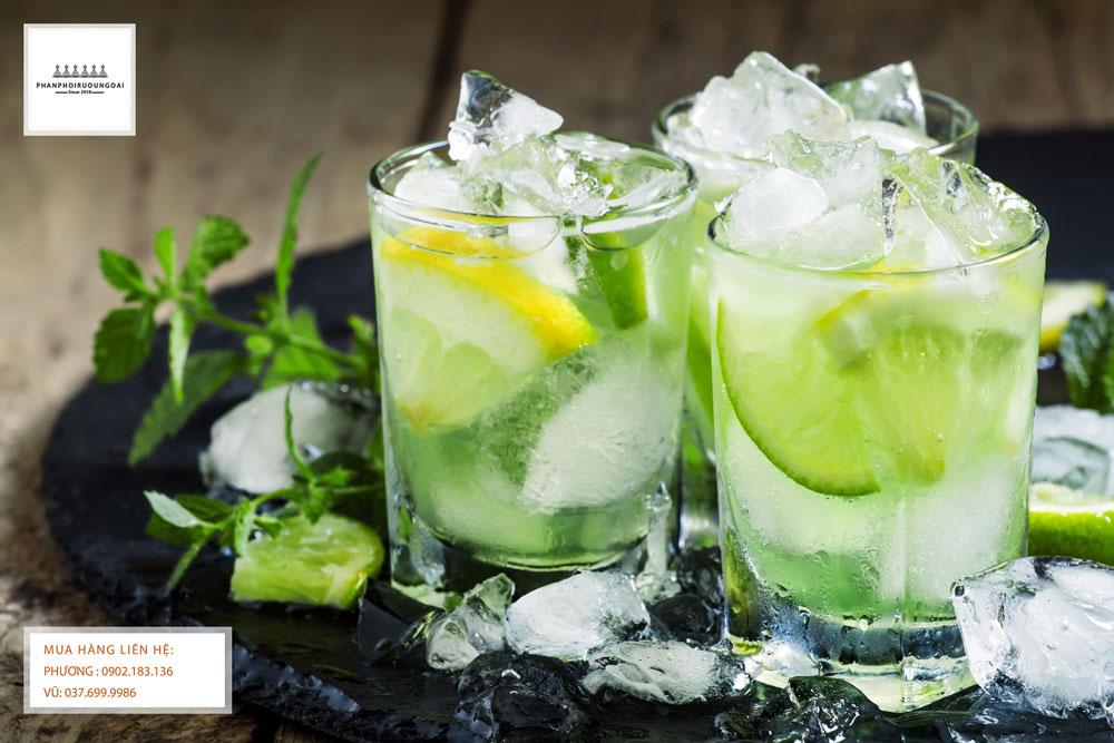 Ly Cocktail Martini Bianco và Tonic tuyệt vời