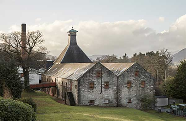 Nơi sản xuất và trưng cất rượu Dewar's