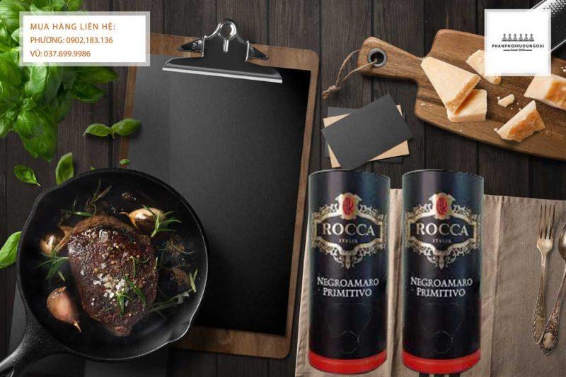 Rượu vang bịch Ý Rocca Negroamaro Primitivo 3L và thịt bò bít tết
