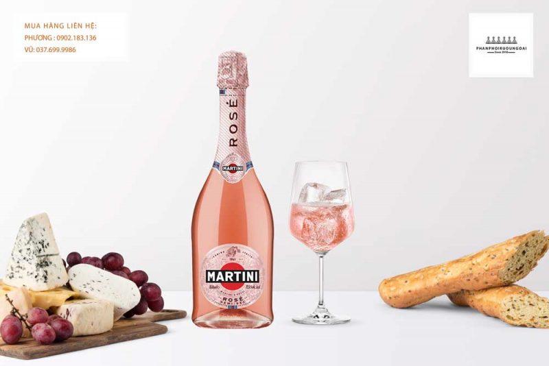 Rượu vang nổ Martini Rose Demi-Sec và các món ăn nhẹ
