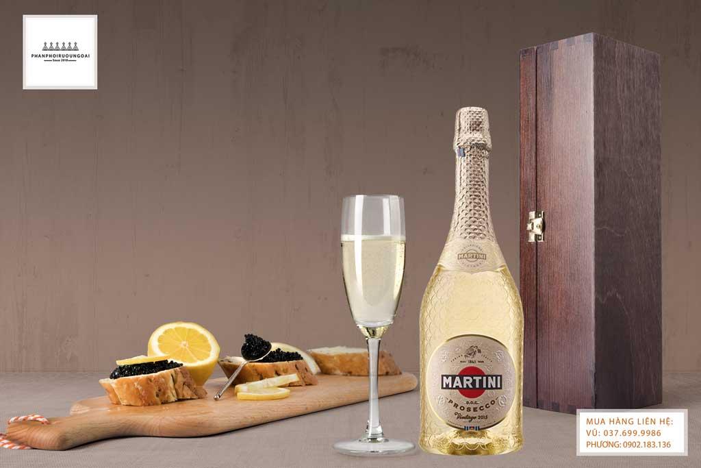 Rượu vang nổ ý Martini Special Collection Prosecco và bữa tiệc sang trọng