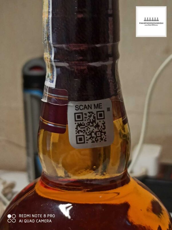 Phần cổ chai nơi người tiêu dùng có thể sử dụng để quét mã QR Code