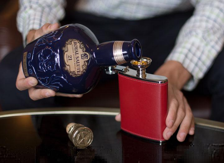 Tìm hiểu rượu Chivas 21 giá bao nhiêu tiền