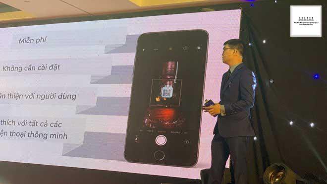 Ứng dụng quét mã trên điện thoại để có thể phân biệt thật giả với Chivas 18