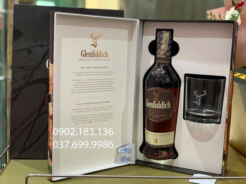 Bên trong hộp rượu Glenfiddich 18 năm hộp quà tết 2021