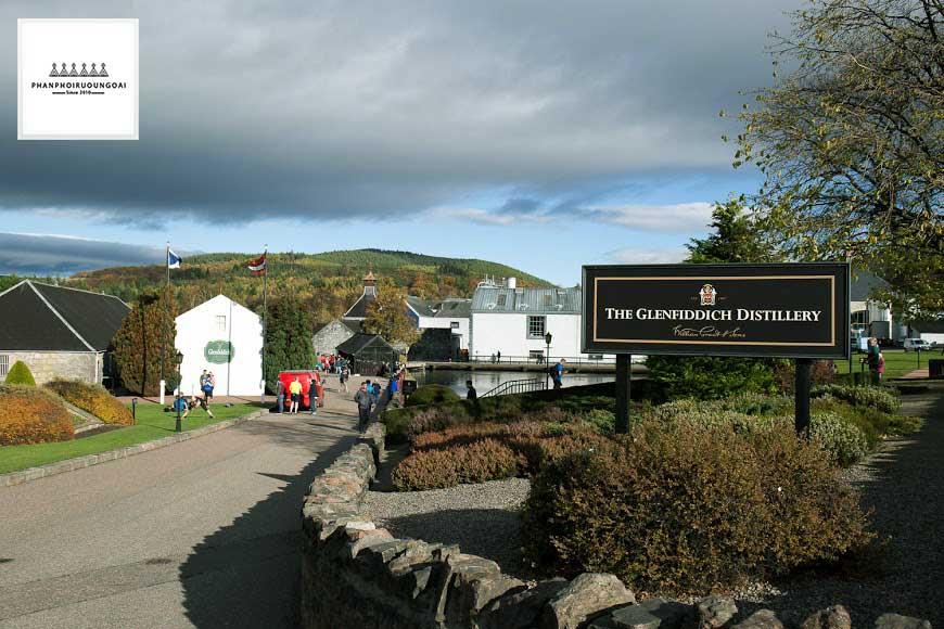 Nhà máy rượu Glenfiddich tại Dufftown Scotland