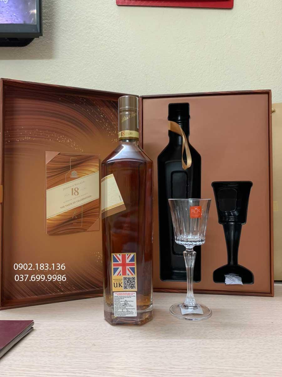 Tem phụ của rượu Johnnie Walker 18 năm hộp quà tết 2021