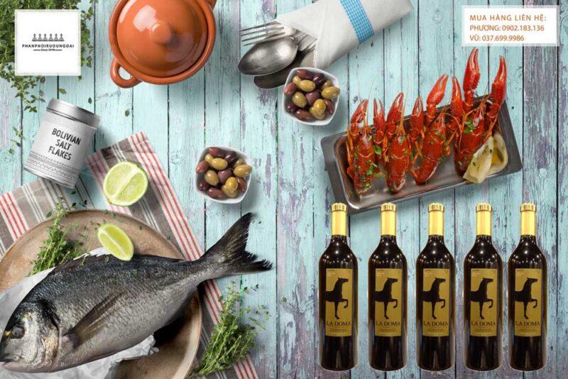 Thưởng thức rượu vang Imperial Toledo La Doma Tempranillo và hải sản