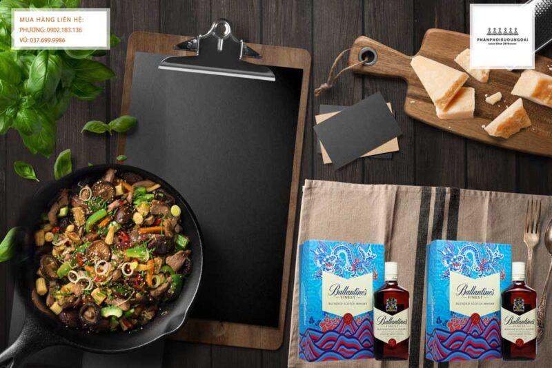 Thưởng thức rượu Ballantine's Finest hộp quà tết 2021 và món ăn ngon