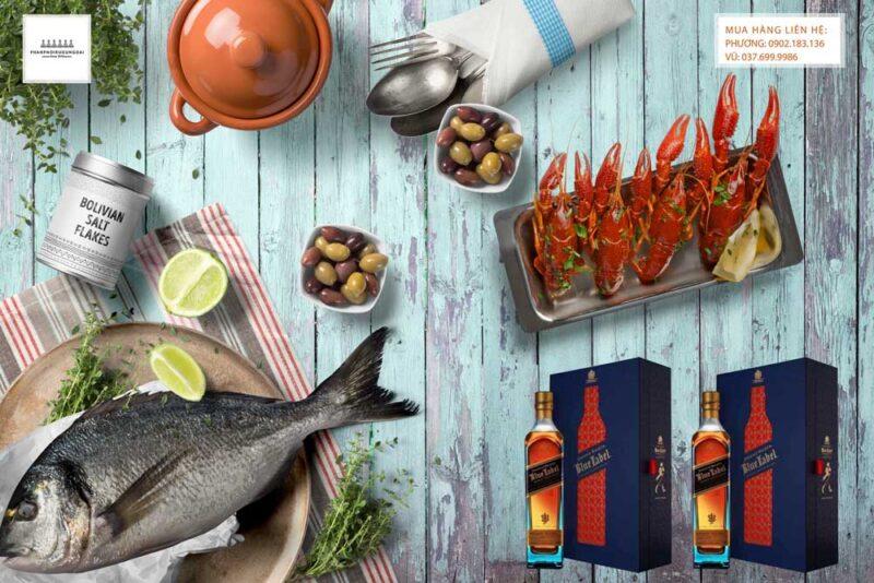 Thưởng thức rượu Johnnie Walker Blue Label hộp quà tết 2021 và các món ăn sang trọng