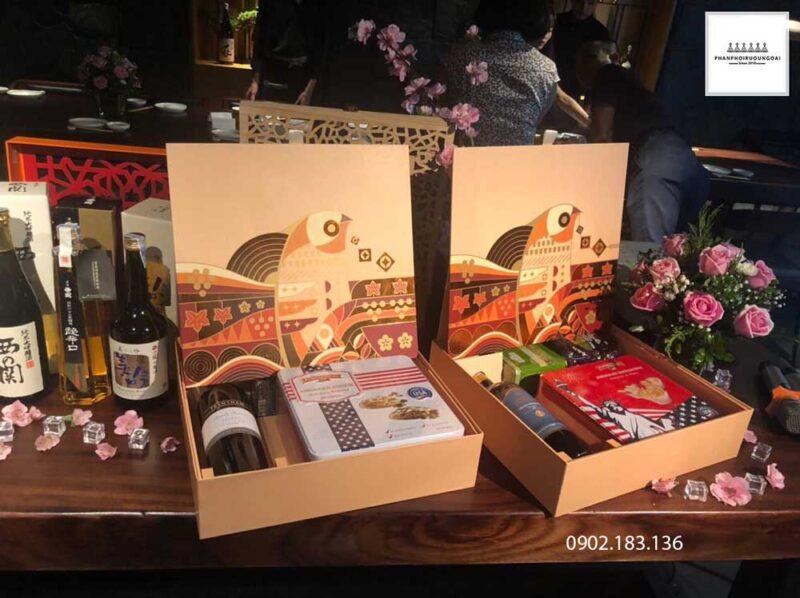 Mẫu tham khảo rượu Sake hộp quà tết chim én báo tin vui trong năm 2021