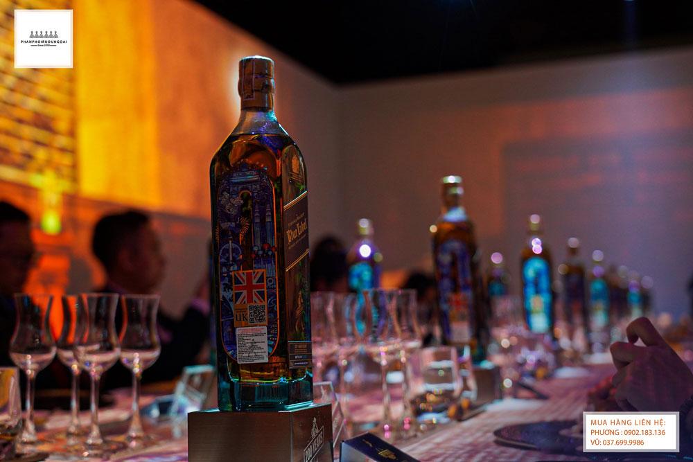Những chai rượu Johnnie Waker Blue Label tinh tuý trong đại tiệc Whisky Dinner trong năm 2021
