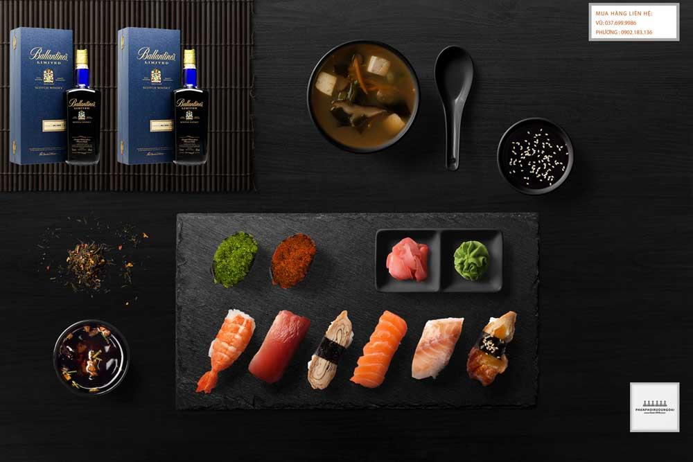 Thưởng thức rượu Ballantine's Limited Blue với Sushi