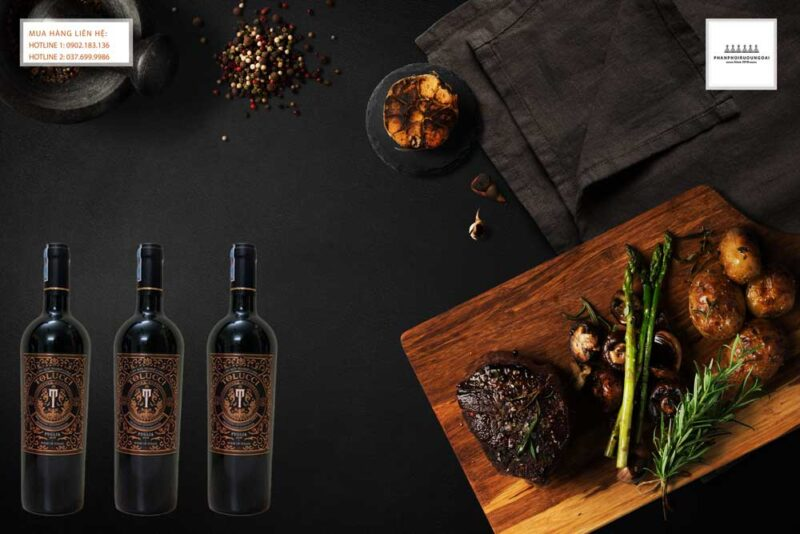 Thưởng thức rượu vang Ý Tolucci IGT Puglia trong bữa ăn sang trọng 2021