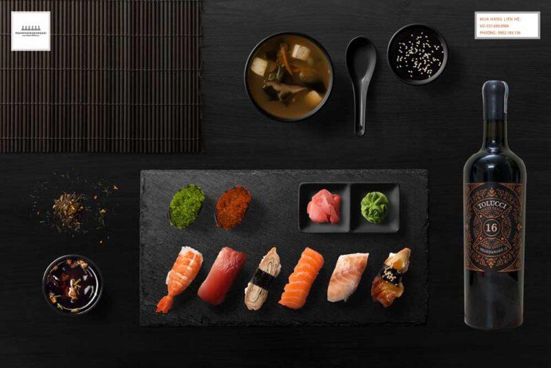 Thưởng thức rượu vang Ý Tolucci Negroamaro Limited với Sushi