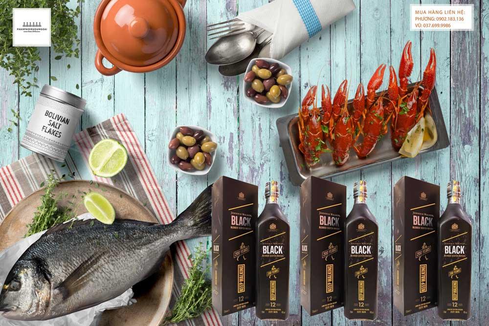 Thưởng thức rượu Johnnie Walker Black Label 200 Years Icons Limited Edition với hải sản