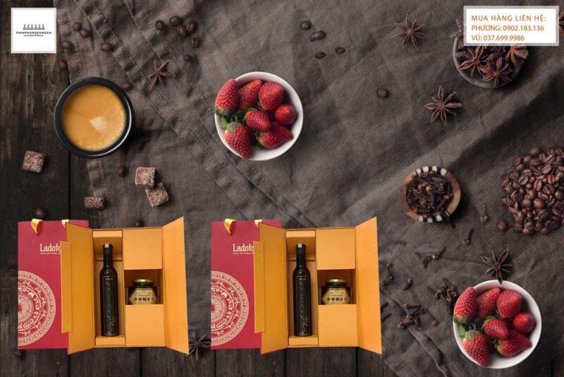 Thưởng thức rượu vang đà lạt mật ong hộp quà tết 2021 trong bữa tráng miệng