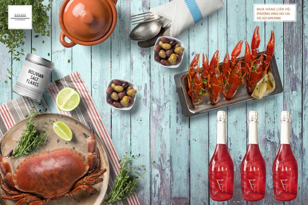 Thưởng thức rượu vang nổ Fogoso Rosa với tiệc hải sản