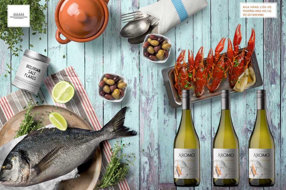 Thưởng thức rượu vang Chile Vina Aromo Chardonnay và hải sản