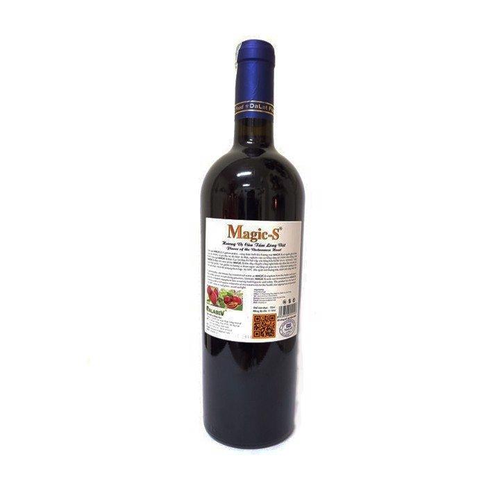 Mặt sau chai rượu vang Magic S được bán tại Lâm Đồng