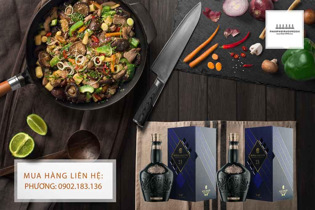 Rượu Chivas 21 Signature Blend Emerald Flagon và món ăn ngon