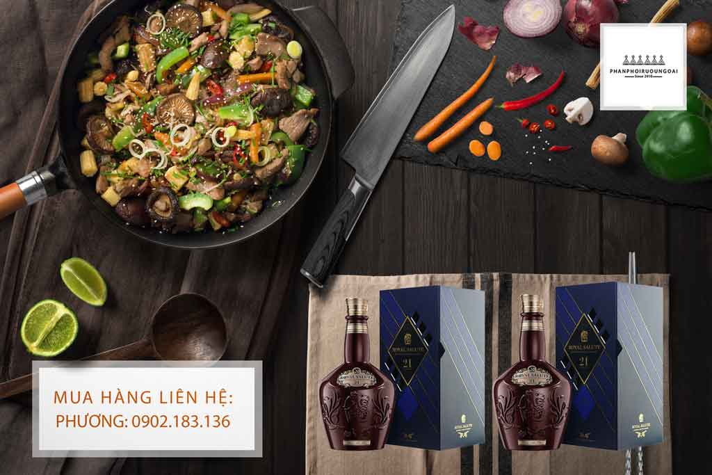 Rượu Chivas 21 Signature Blend Ruby Flagon và món ăn ngon