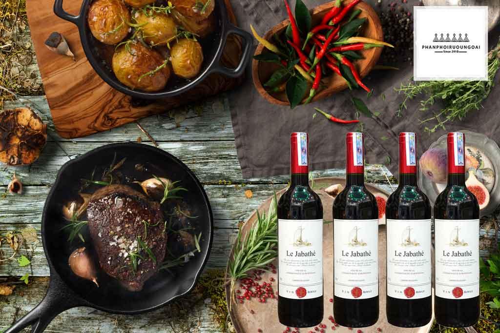 Rượu vang Pháp giá rẻ Le Jabathe và thịt bò