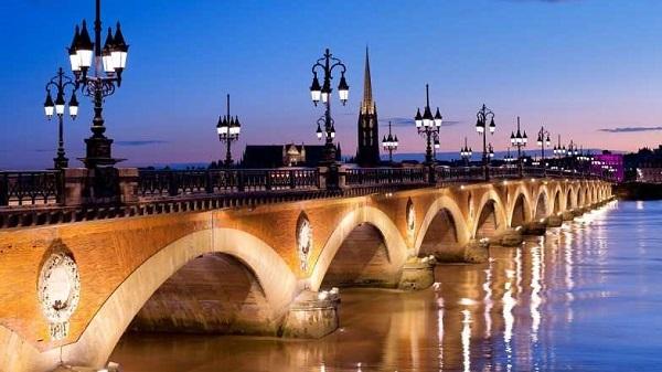 Thành phố Bordeaux tráng lệ tại Pháp