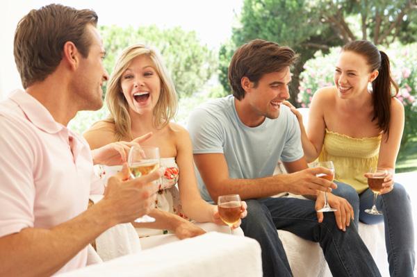 Rượu Vang Chile sẽ thật sự tuyệt vời khi bạn chia sẻ nó với bạn bè và người thân