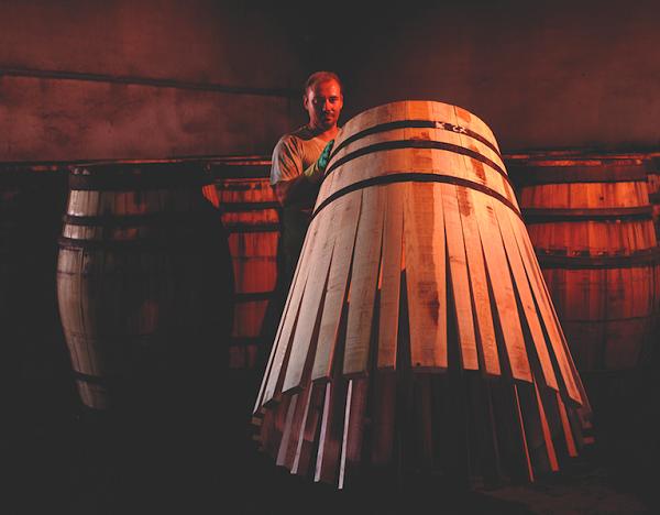 Vì sao rượu vang cần ngâm ủ thùng gỗ sồi